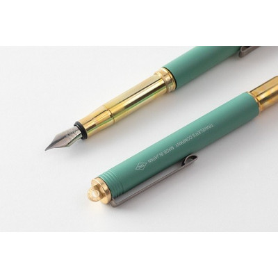 """Stylo-plume en laiton - Edition limitée """"Factory Green"""" - Plume F - Brass - Traveler's Company"""
